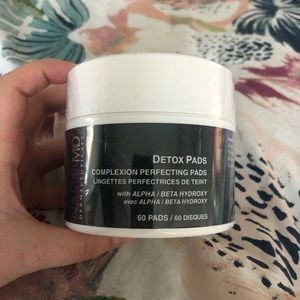 Complexion Perfecting Detox Pads